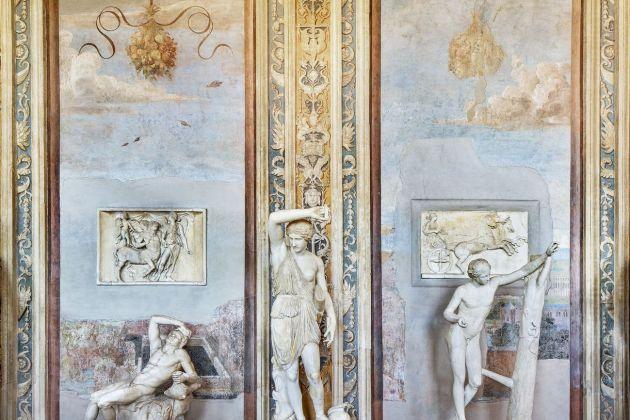 Massimo Siragusa, Spazio e Materia, 2015. Parete della Galleria delle Statue. Musei Vaticani, Collezione d'Arte Contemporanea. Foto Massimo Siragusa © Governatorato SCV – Direzione dei Musei