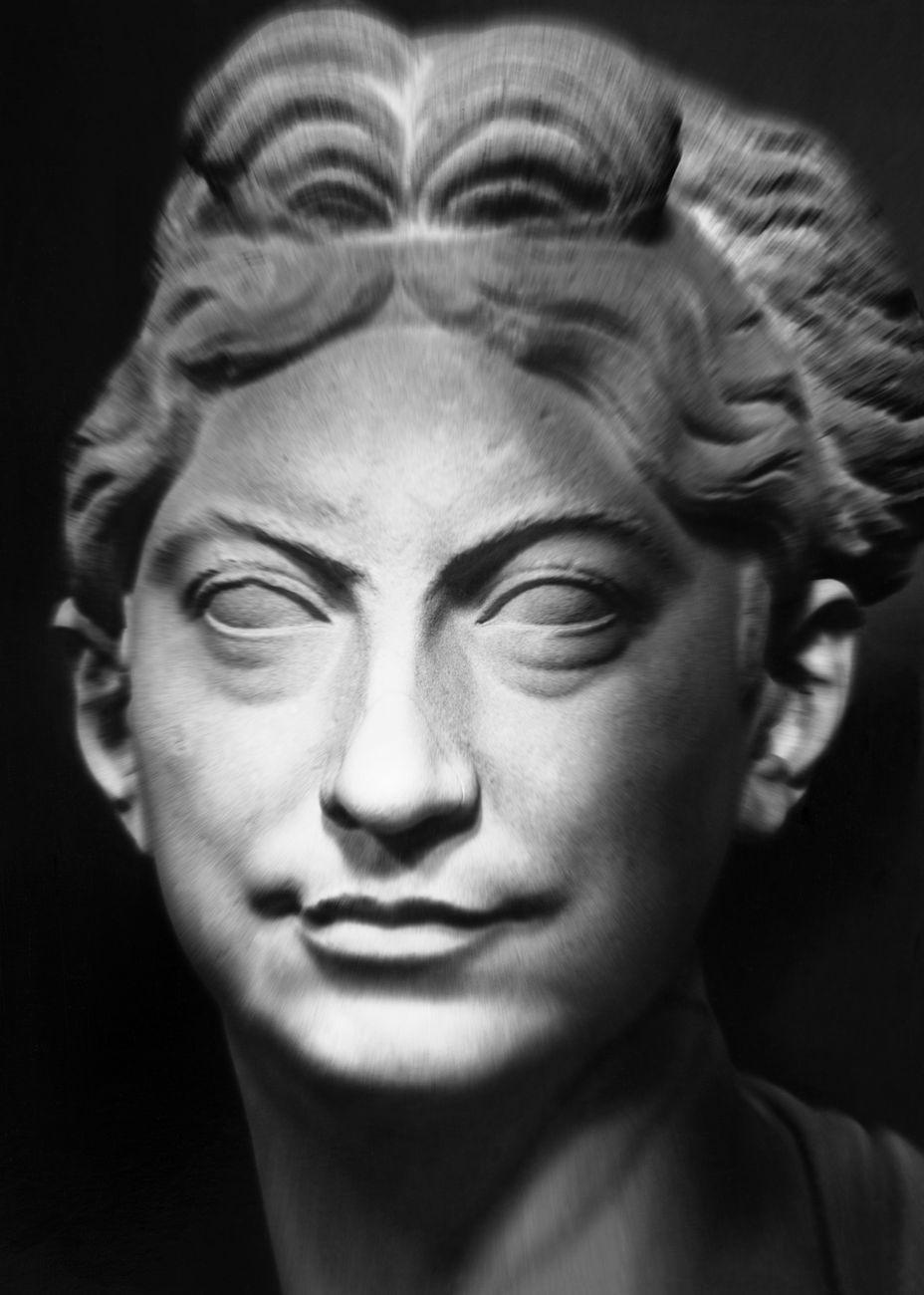 Mimmo Jodice, I volti della memoria, 2015. Museo Chiaramonti, Ritratto femminile. Musei Vaticani, Collezione d'Arte Contemporanea. Foto Mimmo Jodice © Governatorato SCV – Direzione dei Musei