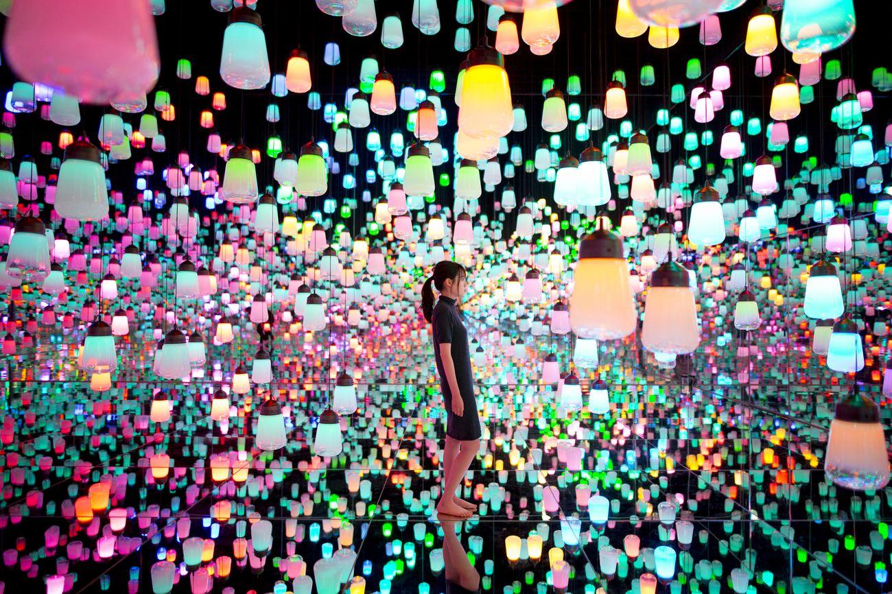 MORI Building Digital Art Museum. teamLab Borderless. Forest of Resonating Lamps