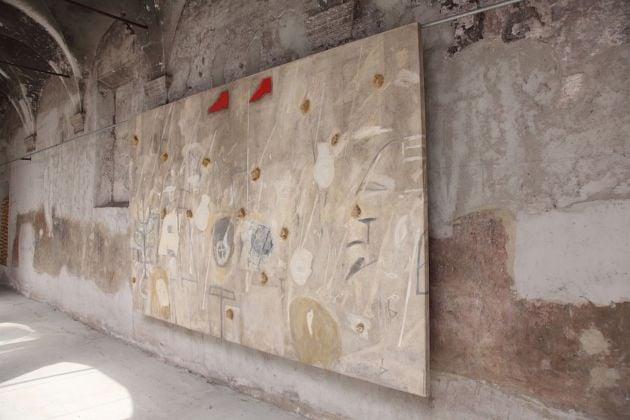 Mimmo Paladino. Pane e oro. Exhibition view at Made in Cloister, Napoli 2018