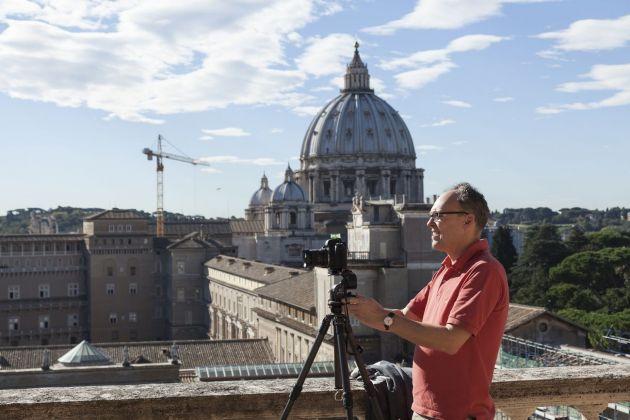 Peter Bialobrzeski mentre lavora sul tetto del Braccio Nuovo. Foto Alessandro Prinzivalle © Governatorato SCV – Direzione dei Musei