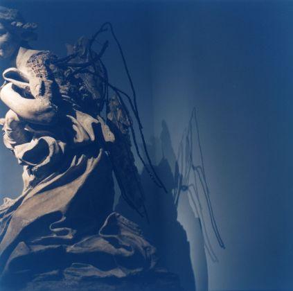 Rinko Kawauchi, Echo, 2016. Modello di Gian Lorenzo Bernini per un Angelo dell'altare del Santissimo Sacramento in San Pietro. Musei Vaticani, Collezione d'Arte Contemporanea. Foto Rinko Kawauchi © Governatorato SCV – Direzione dei Musei