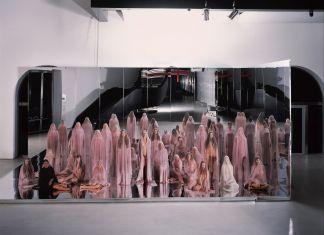 Vanessa Beecroft, VB74, 2014 18. MAXXI – Museo nazionale delle arti del XXI secolo, Roma. Courtesy Fondazione MAXXI