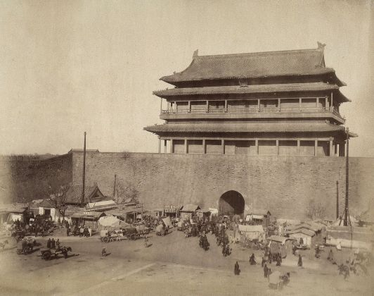 Yinchuan Biennale 2018. Felice Beato, Particolare della città di Peking Beijing, 1870. Courtesy Fratelli Alinari Museum Collections Favrod Collection, Firenze