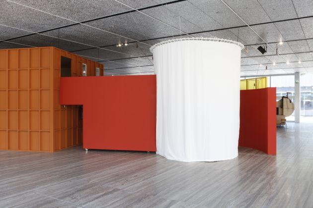 """Immagine della mostra """"John Bock:The Next Quasi-Complex"""" Foto Jacopo Farina 18 luglio–24 settembre 2018, Fondazione Prada, Milano, Courtesy Fondazione Prada"""
