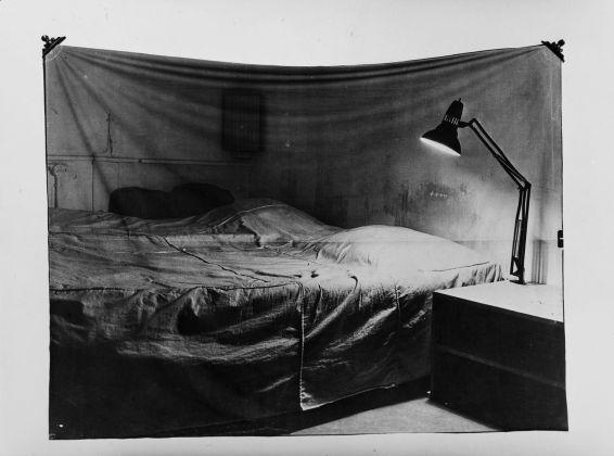 Balthasar Burkhard e Markus Raetz, Das Bett, 1969-70. Elizabeth und Jacques Mennel, Zurigo © Estate Balthasar Burkhard, 2018