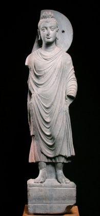 Buddha stante. Pakistan settentrionale, Arte del Gandhāra, II III secc. d. C. Museo della Civiltà museo d'arte orientale 'Giuseppe Tucci', Roma