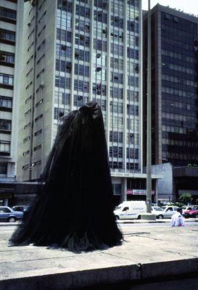 Carmela Gross, A Negra (The Black Woman), 1997. Courtesy of MAC, Museu de Arte Contemporânea da Universidade de São Paulo