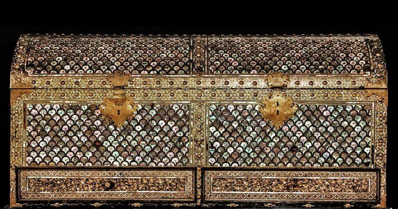 Cassapanca, Giappone, XVII sec. Collezione Koelliker, Milano. Photo credits Pier Enrico Ferri, Pavia