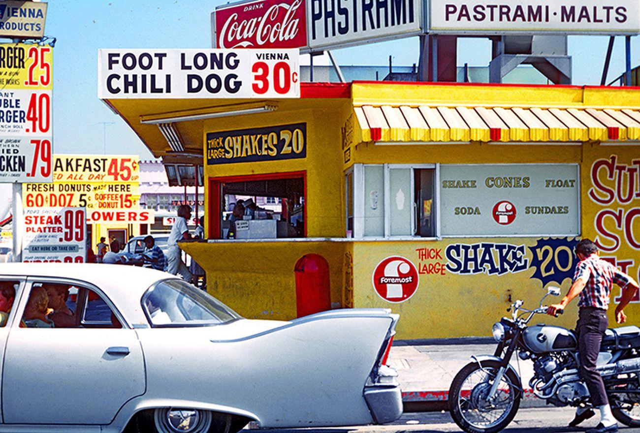 Denise Scott Brown, Pico Boulevard - Santa Monica, 1966. © Denise Scott Brown. Courtesy the artist, plane-site and Betts Project