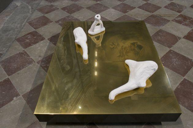 Erjon Nazeraj, Silenzio d'oro, porcellana ottone carbonio, 2018