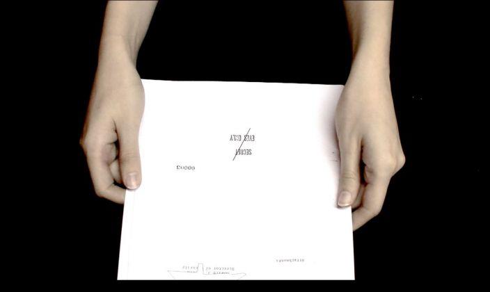 Goldschmied & Chiari e Lotta Melin, Stay Behind, 2012, frame da video. Courtesy delle artiste e Galleria Doppelgaenger