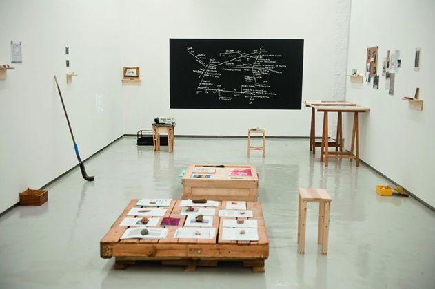Icaro Lira, Campo General, 2015, installation view alla Central Galeria de Arte, São Paulo. Courtesy Moraes Barbosa Collection, São Paulo. Photo credit Isadora Brant