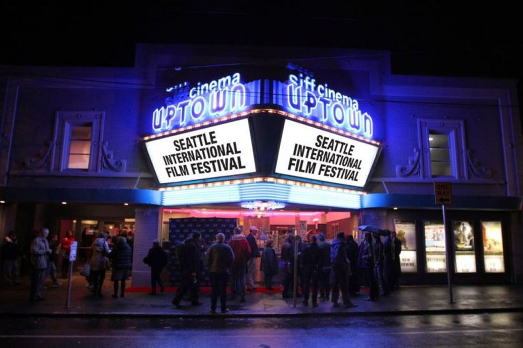Il cinema in cui si svolge il SIFF – Seattle International Film Festival by night