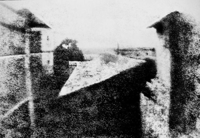 Joseph Nicéphore Niépce, Veduta dalla finestra a Le Gras, 1826-27