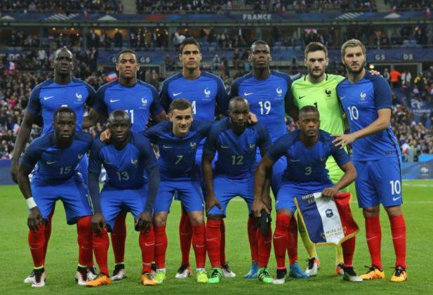 La nazionale francese con tanti giocatori di origini africane