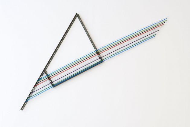 Luciano Fabro, Computer (gallina), 1988 1990. Ferro, alluminio dipinto, 315 x 220 x 0,5 cm. Collezione privata, Milano
