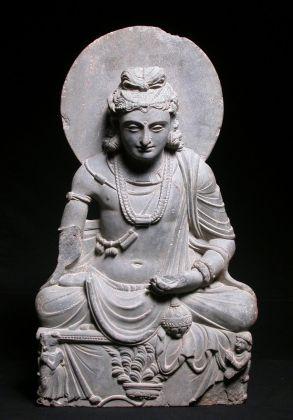 Maitreya assiso nella posizione del loto, Pakistan settentrionale, Arte del Gandhāra, II III secc. d. C. Museo della Civiltà museo d'arte orientale 'Giuseppe Tucci', Roma