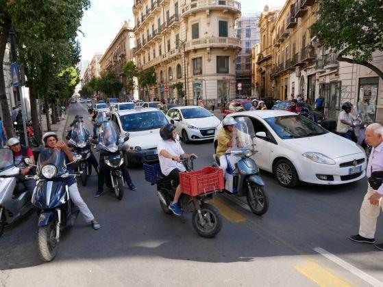 Manifesta 12. Palermo, 2018. Il traffico bloccato durante la performance di Marinella Senatore