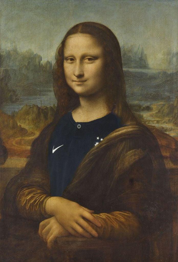 Monna Lisa festeggia la vittoria della Francia ai Mondiali. L'immagine usata sulla pagina Twitter del Louvre