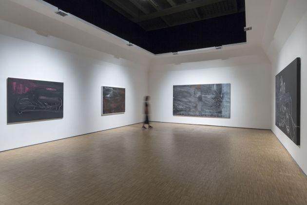 Movimenti come Monumenti, installation view at La Triennale di Milano 2018 © Rita Ackermann. Courtesy the artist and Hauser & Wirth. Photo Lorenzo Palmeri