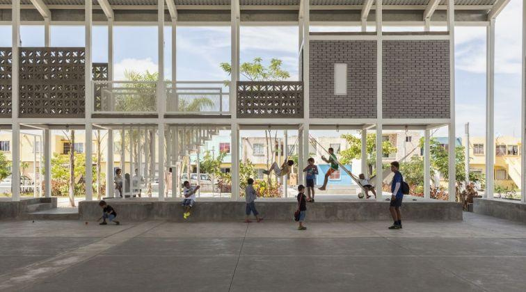 Rozana Montiel Estudio de Arquitectura with Alin V. Wallach, Rooftop Court © Sandra Pereznieto