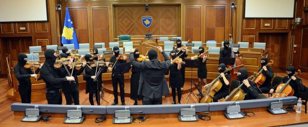 Sislej Xhafa, Again and Again, 2000 18. Performance in collaborazione con Gjakova City Band, Kosova Assembly Hall (Parliament), Prishtina, Kosovo. Courtesy Galleria Continua