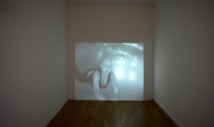 Sislej Xhafa, Skinheads Swimming, 2002, still da video. Courtesy Galleria Continua