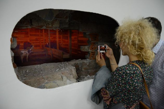 Sislej Xhafa, woven soil, 2018. Courtesy Galleria Continua