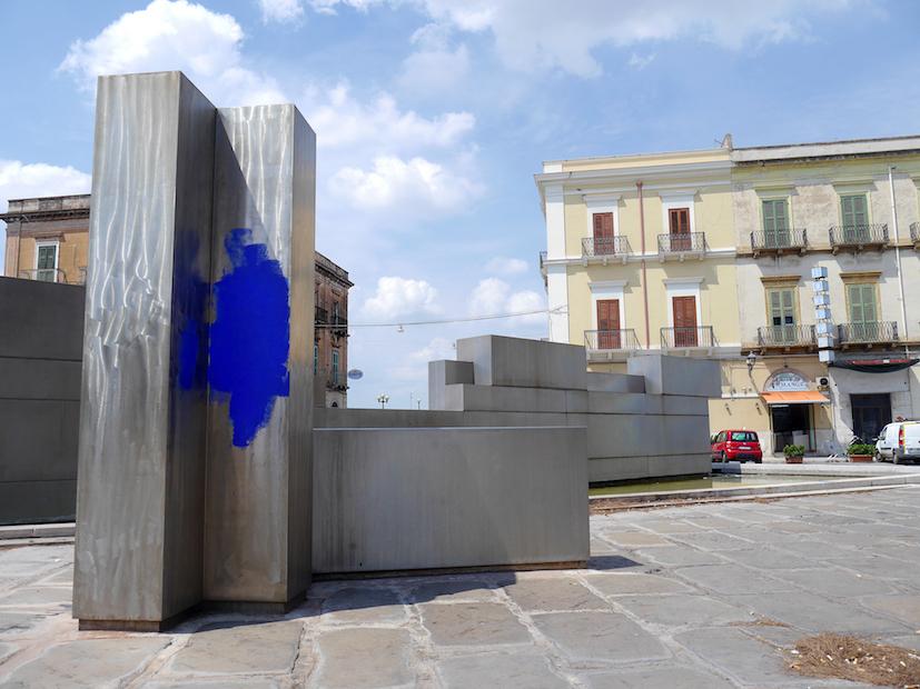 Taranto, Piazza Fontana di Nicola Carrino. Ph. Ezia Mitolo