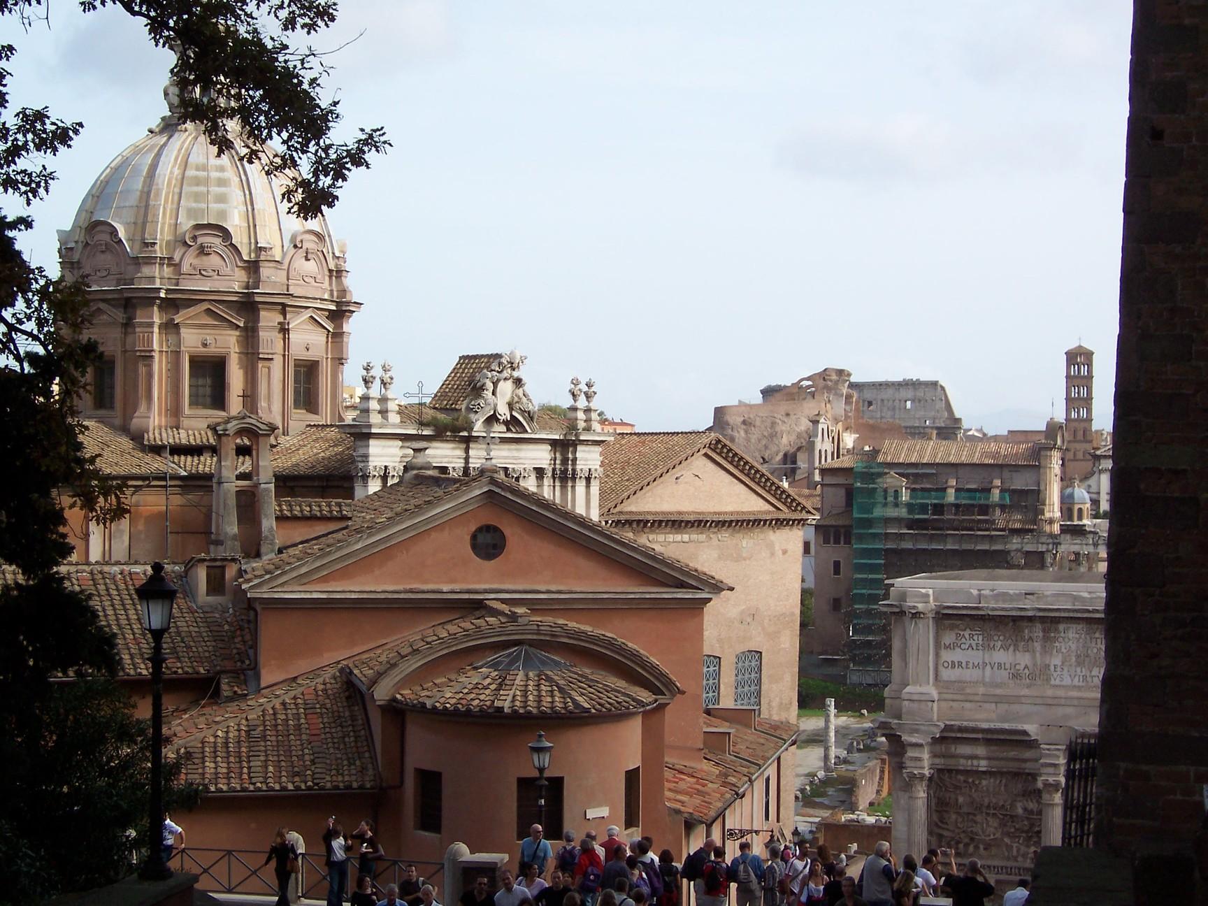 La chiesa di San Giuseppe dei Falegnami a Roma prima del crollo