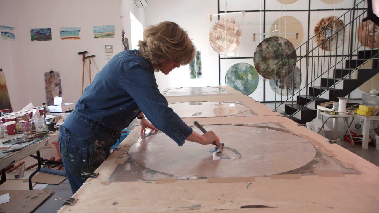 Beverly Barkat nel suo studio