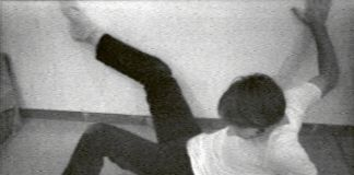 Bruce Nauman, Wall Floor Positions, 1968. Still da video. MoMA, New York. Courtesy Electronic Arts Intermix, New York © Bruce Nauman 2018, ProLitteris, Zurich