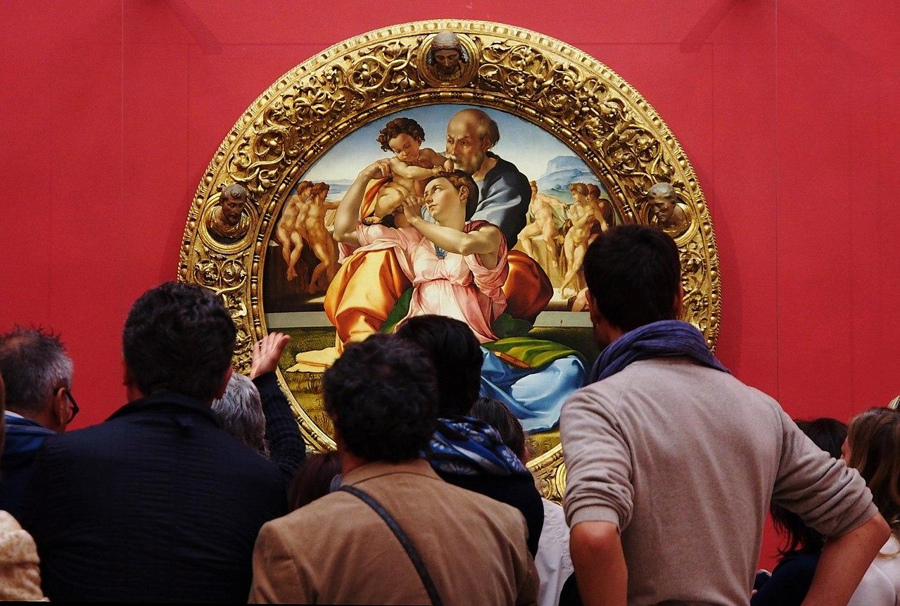 Firenze, Uffizi. Il pubblico assperato dinanzi al Tondo Doni, 2014 (vecchio allestimento