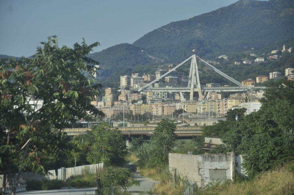 Una galleria d'arte privata lancia un bando per riflettere sul Ponte Morandi