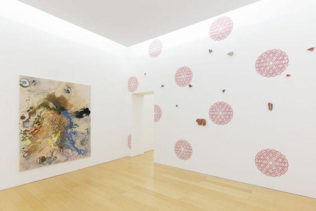John Armleder, Need, 2018 : Frammenti dalla Villa di Poppea, Oplontis : John Armleder, Untitled, 2018