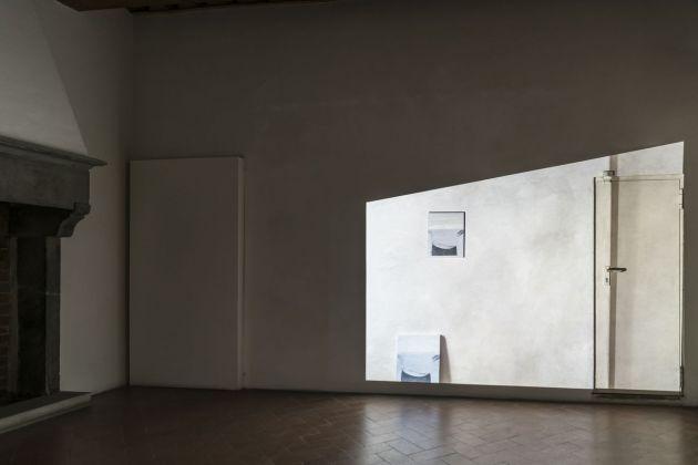 Lee Kit, A perfect emotion, 2018. Courtesy l'artista e galleria Massimo De Carlo, Milano Londra Hong Kong. Photo OKNOstudio