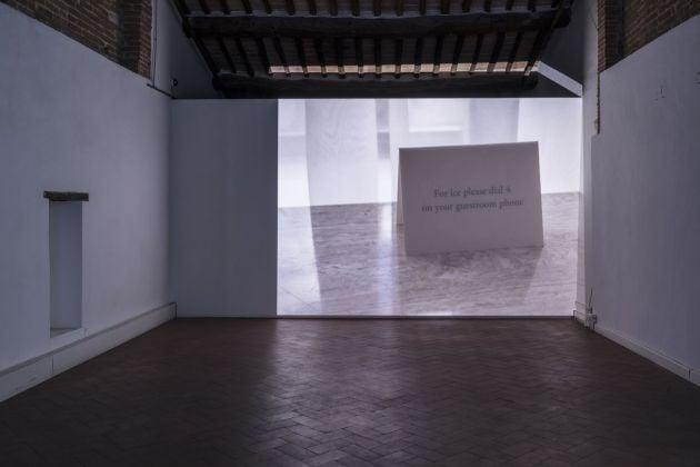 Lee Kit, (Repeat), 2018. Video in loop. Courtesy l'artista e galleria Massimo De Carlo, Milano Londra Hong Kong. Photo OKNOstudio