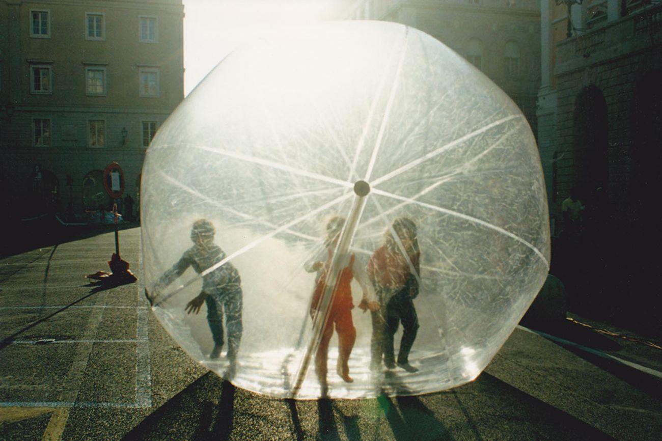 M. Farina, L. Flego, R. La Porta, V. Vivian, Bubbly, 1997