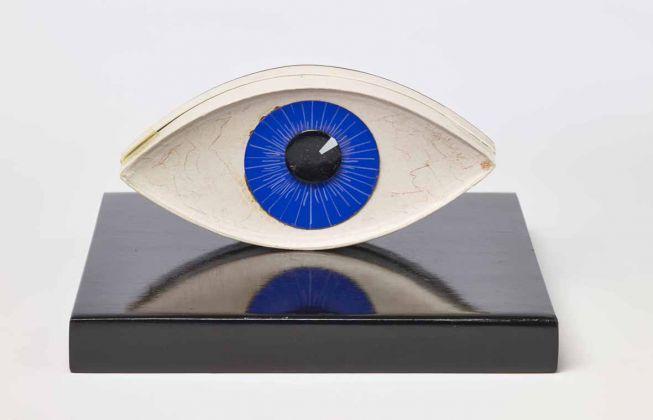 Man Ray_ Le témoin, 1941 (1971). Museum Boijmans Van Beuningen, Rotterdam, photo Jannes Linders ©Man Ray Trust by SIAE 2018