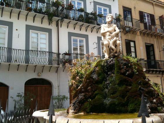 Palermo botanica. Muschi sulla Fontana del Genio. Photo Claudia Zanfi