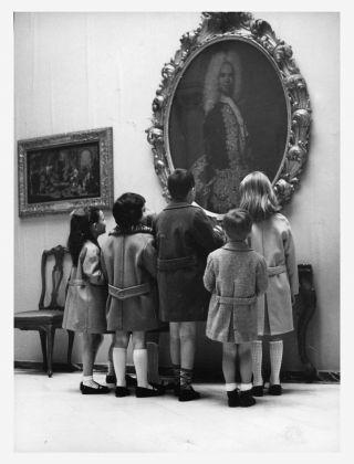 Una visita alla Pinacoteca di Brera. Alunni di una scuola elementare, 15 maggio 1957. Milano, Laboratorio fotoradiografico della Pinacoteca di Brera