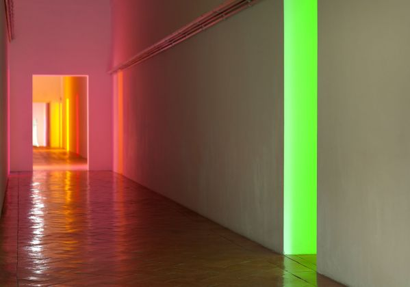 Villa e Collezione Panza, Varese Corridor by Dan Flavin (the light is from other rooms with works by Dan Flavin). Photo arenaimmagini.it,2013 © FAI - Fondo Ambiente Italiano