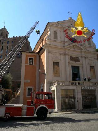 La chiesa di San Giuseppe dei Falegnami a Roma, immagine diffusa dai vigili del fuoco