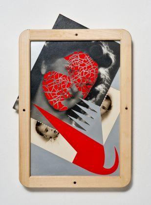 Umberto Chiodi, Incrocio 12, 2011, 34x24 cm, collage, fotografie intagliate su legno, vetro e viti