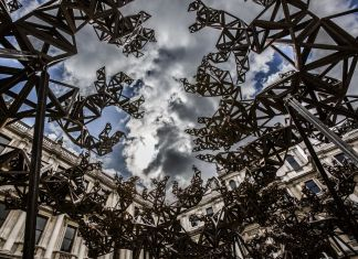 Conrad Shawcross, The Dappled Light of the Sun, 2015. Installation view at Royal Academy of Arts, London. Courtesy of the artist, The Royal Academy of Arts, London & Victoria Miro, London-Venice. Photo Marc Wilmot