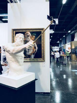 Contemporary Istanbul 2018. Hercules Selfie di Emre Yusufi da Galeri Baraz