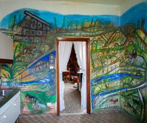 Casa dei Simboli di Bonaria Manca, dipinti della cucina. Ph. Paola Manca