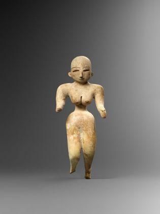 Figura femminile stante, Civiltà dell'Indo, Belucistan, Mehrgarh, stile VII (ca. 2700–2500 a.C.), Collezione Ligabue, Venezia © Fondazione Giancarlo Ligabue. Photo Hughes Dubois