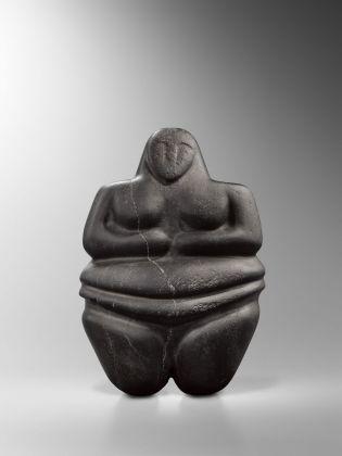 Figura steatopigia stante, Arabia sud-occidentale, IV millennio a.C., Collezione privata, Londra © Fondazione Giancarlo Ligabue. Photo Hughes Dubois